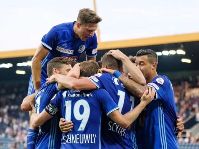 FCL bejubelt ein Tor gegen Lugano.
