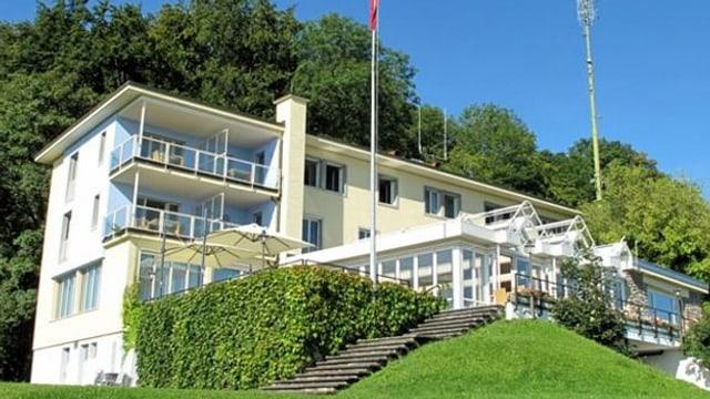 Das Hotel Sonnenberg von aussen.