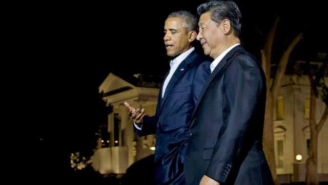 Xi und Obama vor dem Weissen Haus bei Nacht.