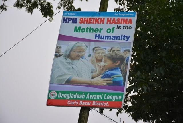 Die «Mutter der Menschlichkeit» wird auf Transparenten gefeiert.