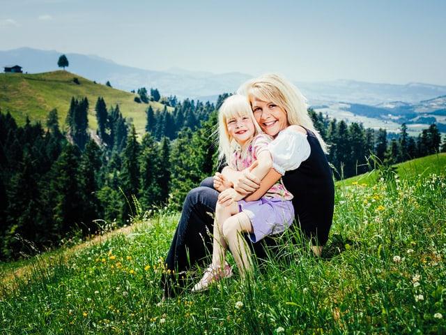 Sarah mit ihrer Tochter Marina.