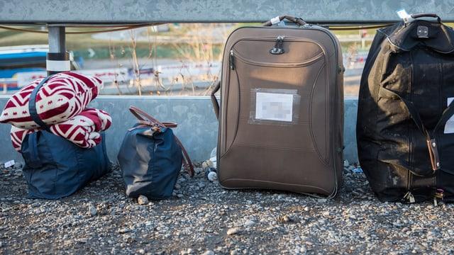 Zwei Koffer und zwei Taschen
