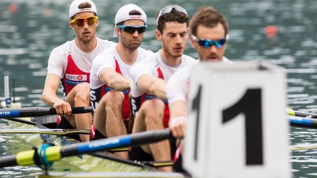 Die vier Schweizer Athleten sitzen im Boot.