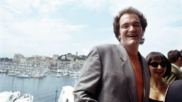 Quentin Tarantino posiert für die Fotografen.