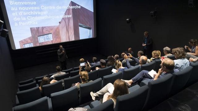 Frédéric Maire, Director der Cinématèque Suisse, stellt das neue Gebäude vor.
