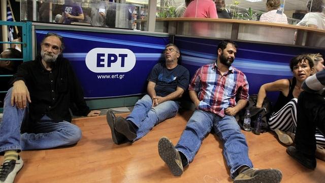 ERT-Mitarbeiter verharrten zum Protest in den Studios.