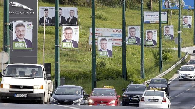 Wahlplakate am Strassenrand