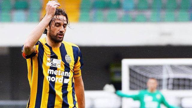 Luca Toni verwirft die Hände
