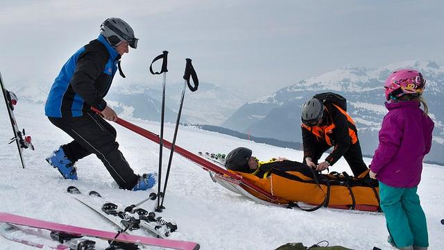 Ina persuna vegn salvada suenter in accident da skis.
