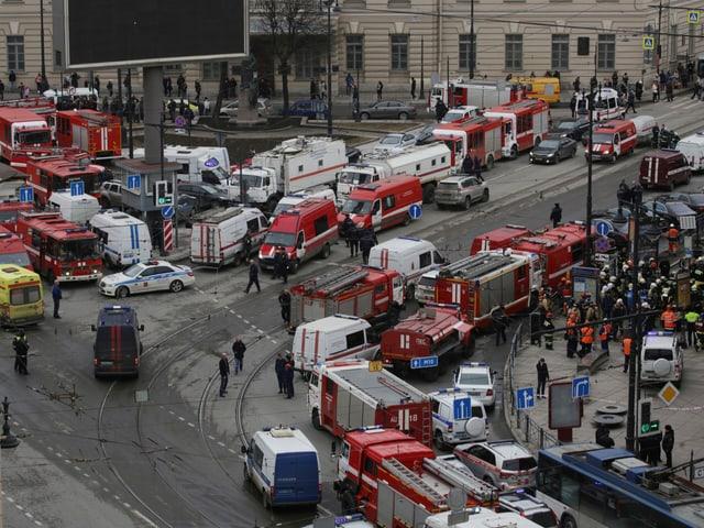 Grossaufgebot von Einsatzkräften im Zentrum von St. Petersburg.