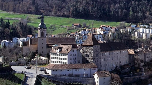 La catedrala e davant il chastè dal uvestg.