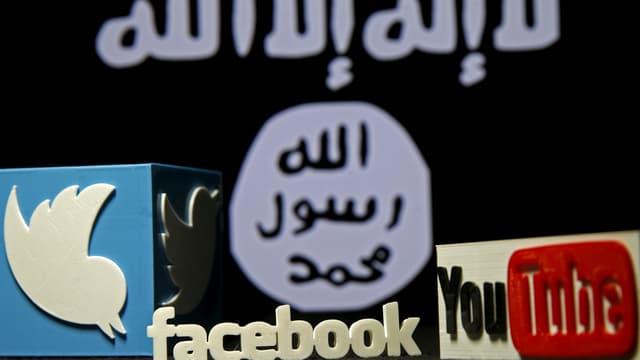 Twitter, Facebook und Youtube-Logo vor Isis-Logo