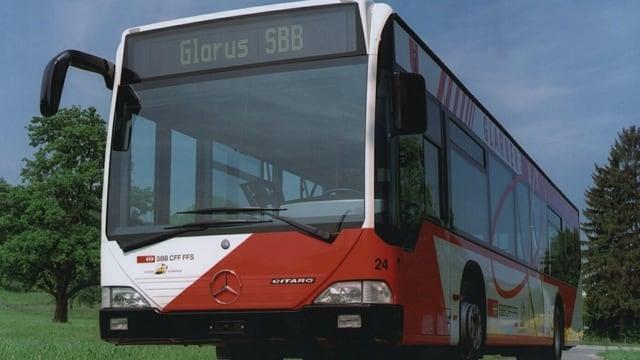 Die betroffenen Buslinien in Glarus sollen später gestrichen werden als von der Regierung vorgesehen.