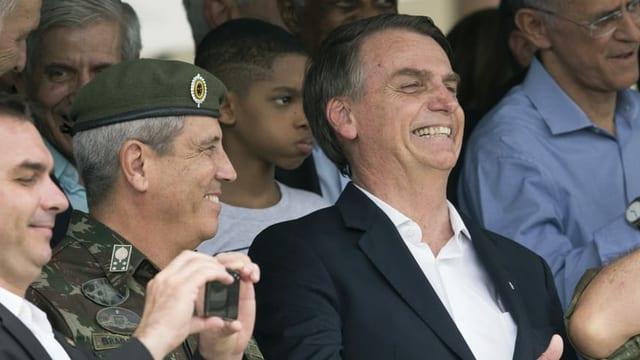 Walter Souza Braga Netto neben Präsident Jair Bolsonaro