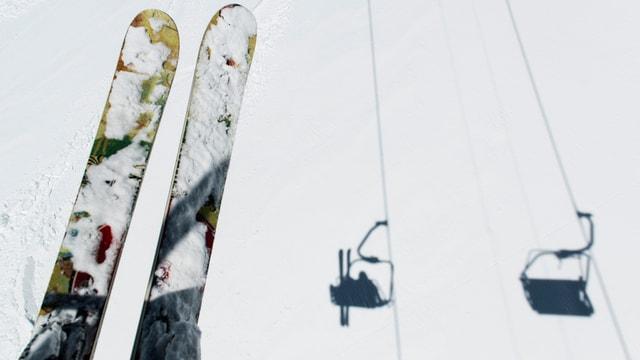 Skis sin ina sutgera.