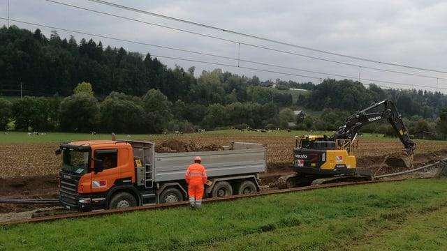 Bagger und Lastwagen