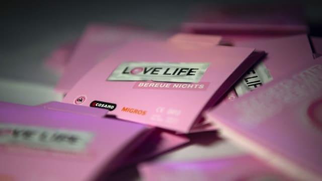 purtret da pachets da condom da Love life, la campagna dal BAG encunter aids.