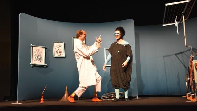 Fotografia dal teater Sar Widerstand e sia maschina da furtüna