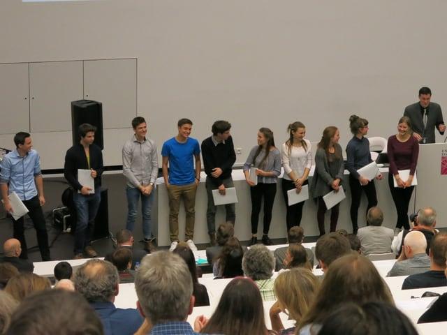 Die Preisverleihung in einem Hörsaal der Uni Luzern.