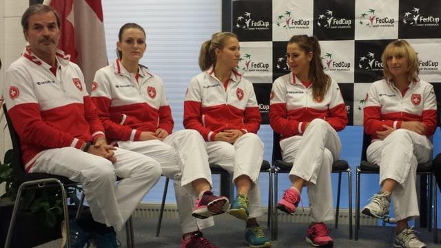 Das Schweizer Fed-Cup-Team (v.l.n.r.): Captain Heinz Günthardt, Xenia Knoll, Viktorija Golubic, Belinda Bencic und Timea Bacsinszky.