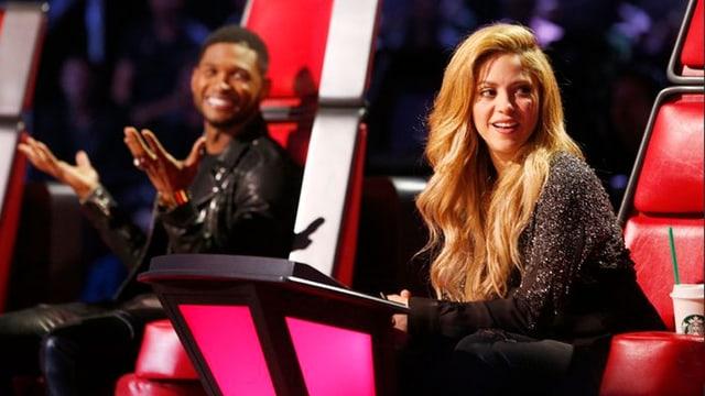 Zwei der Juroren von The Voice USA: Usher und Shakira.