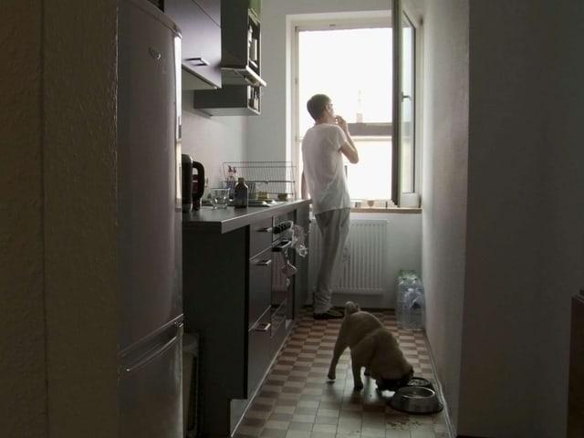 Florian Burkhardt in der Küche.