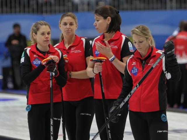 Manuela Siegrist, Marlene Albrecht, Esther Neuenschwander und Skip Silvana Tirinzoni (von links)
