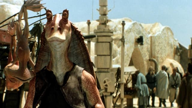 Jar Jar Binks ist eine Art sprechende Dino-Echse, die vom Publikum gehasst wurde.