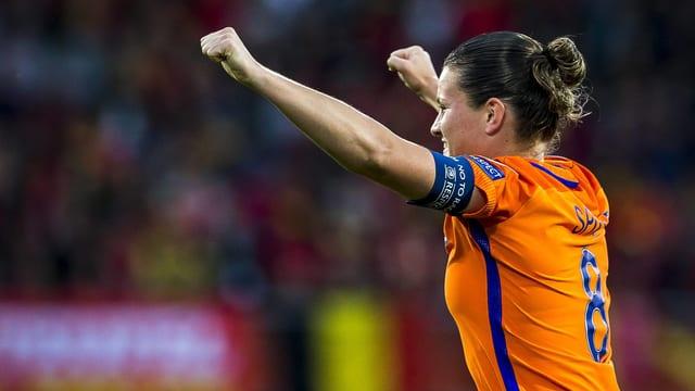 Die niederländische Kapitänin Sherida Spitse jubelt.