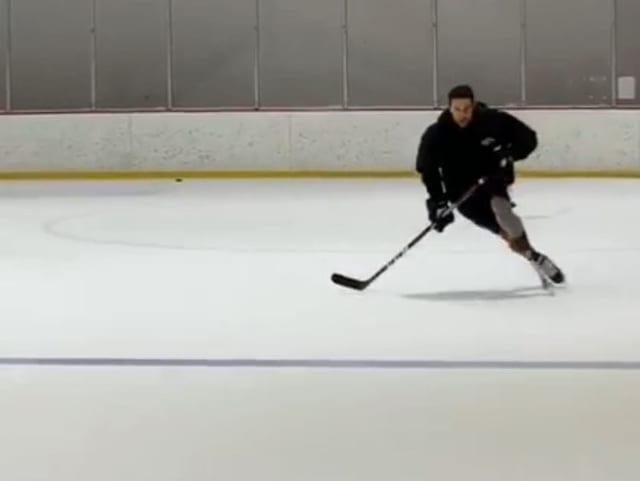 Craig Cunningham dreht auf dem Eis ein paar Runden.