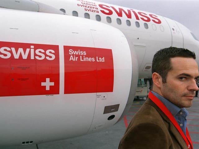 Tyler Brûlé vor einem neu gestalteten Swiss-Flieger.