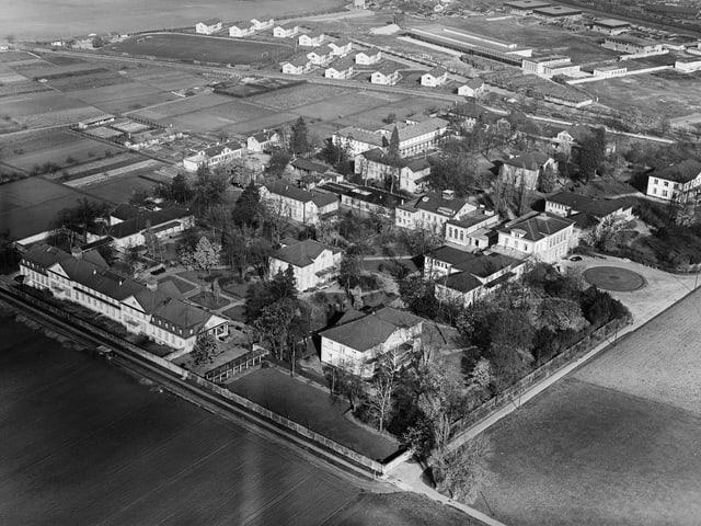 Luftaufnahme Universitäre Psychiatrische Klinik Basel von 1953.