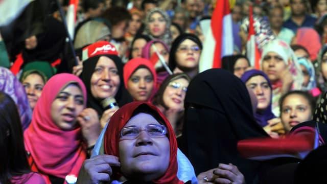 Mursi-Gegnerinnen an einer Kundgebung auf dem Tahrir-Platz am 12. Juli 2013