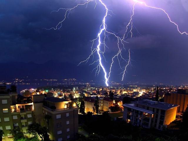 Blitze über Locarno.