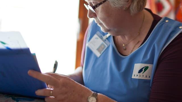 Spitex-Krankenschwester bei der Arbeit
