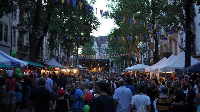Voll gestopfte Strasse am Herzogstrassenfest 2016.