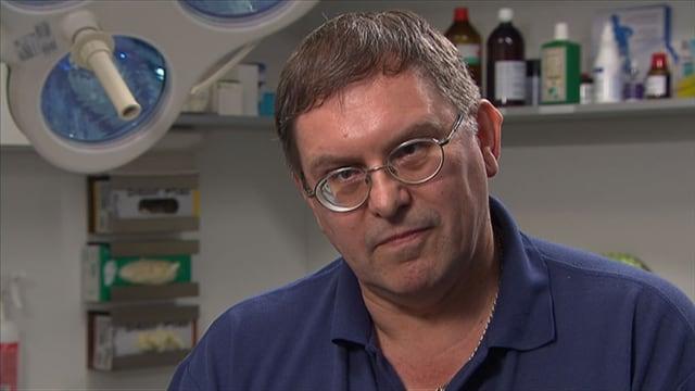 Der Arzt Ingo Malm in seiner Praxis