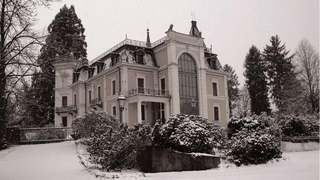 Die Villa im Schnee
