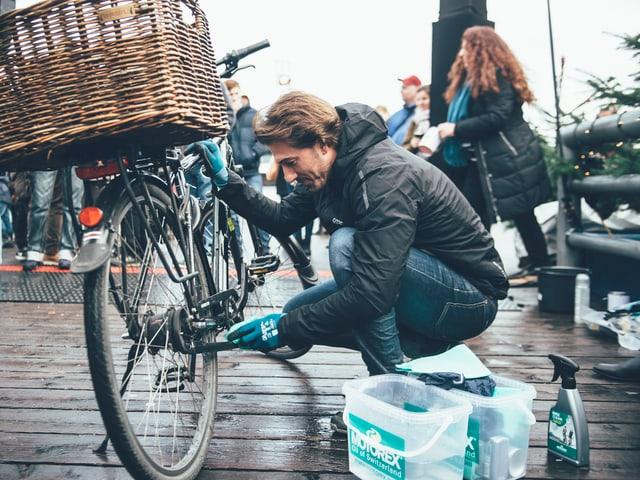 Fabian Cancellara beim Veloputzen