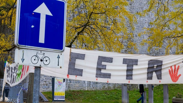 Ceta-Banner vor Walloniens Parlament.