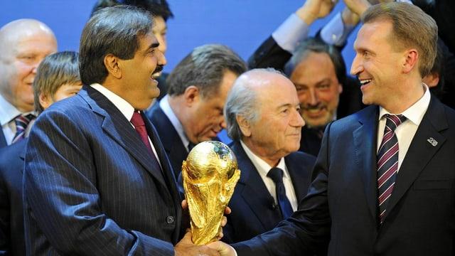 Vertreter der Delegationen von Katar und Russland bei der WM-Vergabe am 2. Dezember 2010 in Zürich.