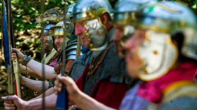 Soldaten der Römergruppe Vindonissa anlässlich der Nachbildung eines römischen Heerlagers am 26. April 2014 auf dem Monte Verita.