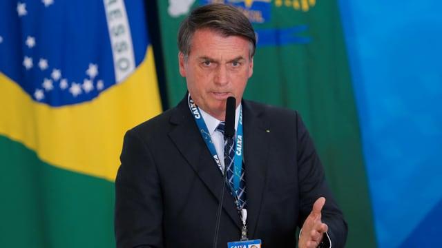 Bolsonaro am Rednerpult.