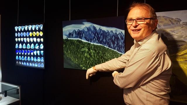 Paul Rustemeyer ha rimnà bun 350 cristals per l'exposiziun.