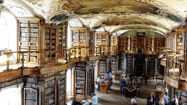 Der Schutz der Kulturgüter, im Bild Bücher der St. Galler Stiftsbibliothek - wird auf Gemeindeebene organisiert.