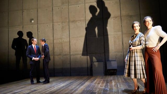 """Szene aus """"Arm und Reich"""" im Schauspielhaus."""