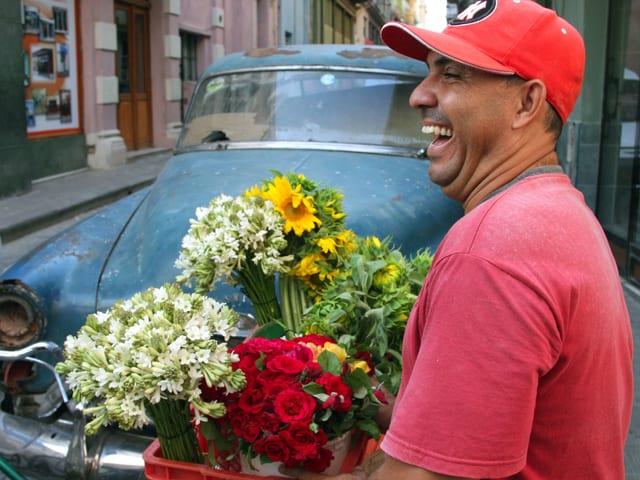 Blumenverkäufer in Havanna.