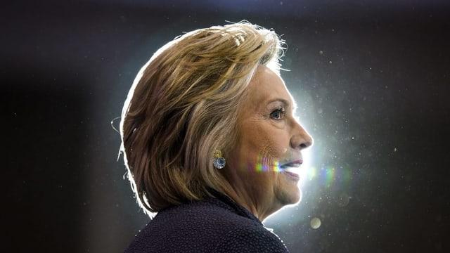 Donald Trump macht den Email-Server von Hillary Clinton während dem Telefonat zum Thema.