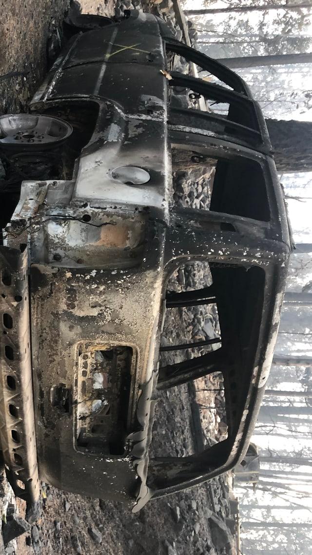 Ein ausgebrannter Geländewagen