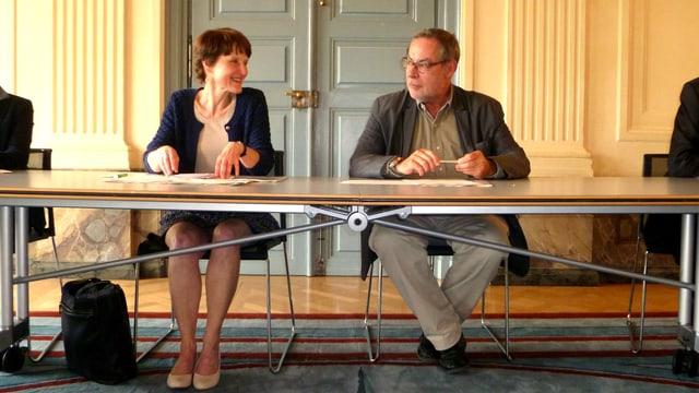 Gemeinderäte im Einsatz: Franziska Teuscher vertrat die Betreuungsvorlage - Alexander Tschäppät den Wohnraumschutz.